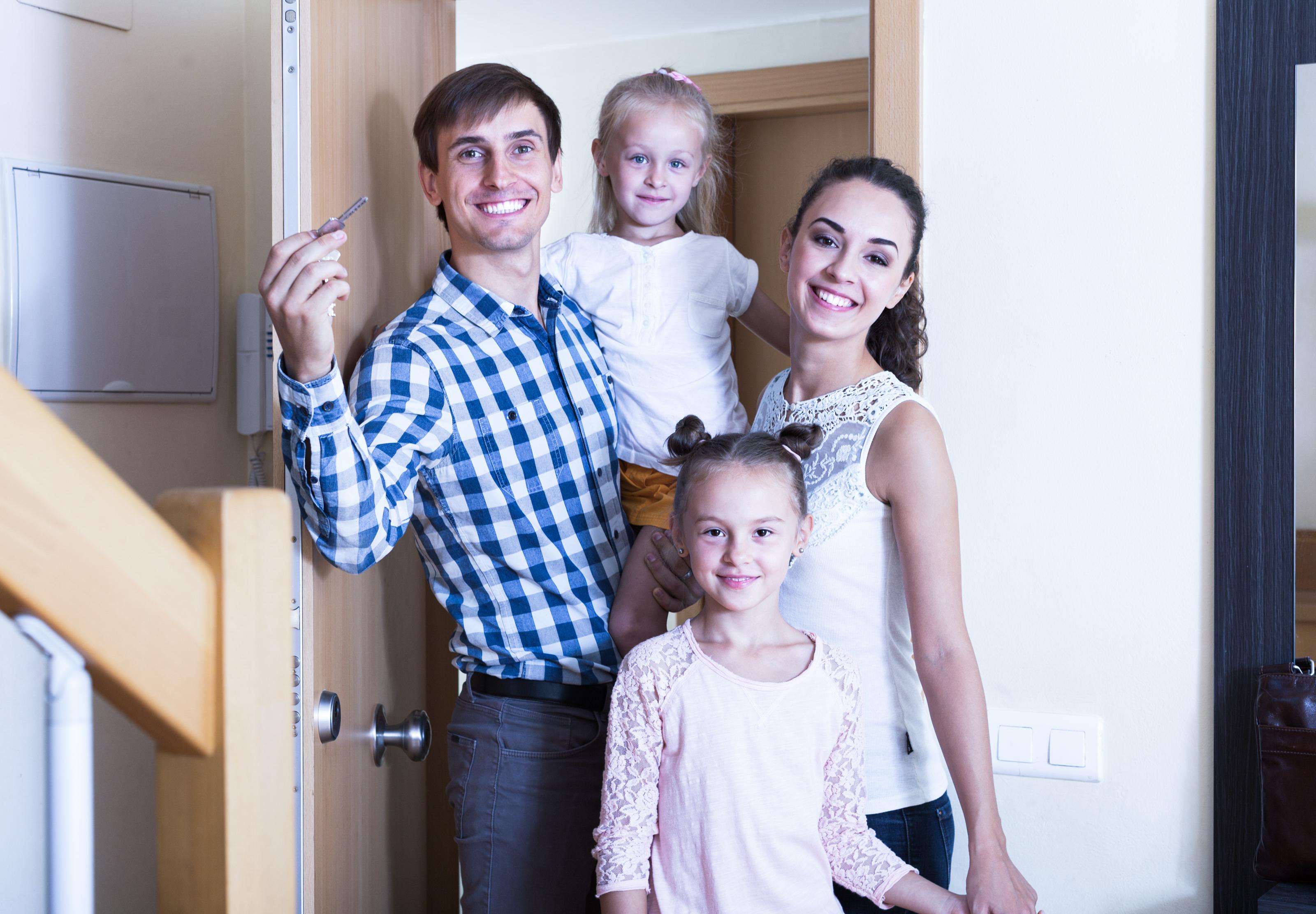Минстрой России планирует обеспечить жилищными сертификатами более 5600 семей льготных категорий граждан