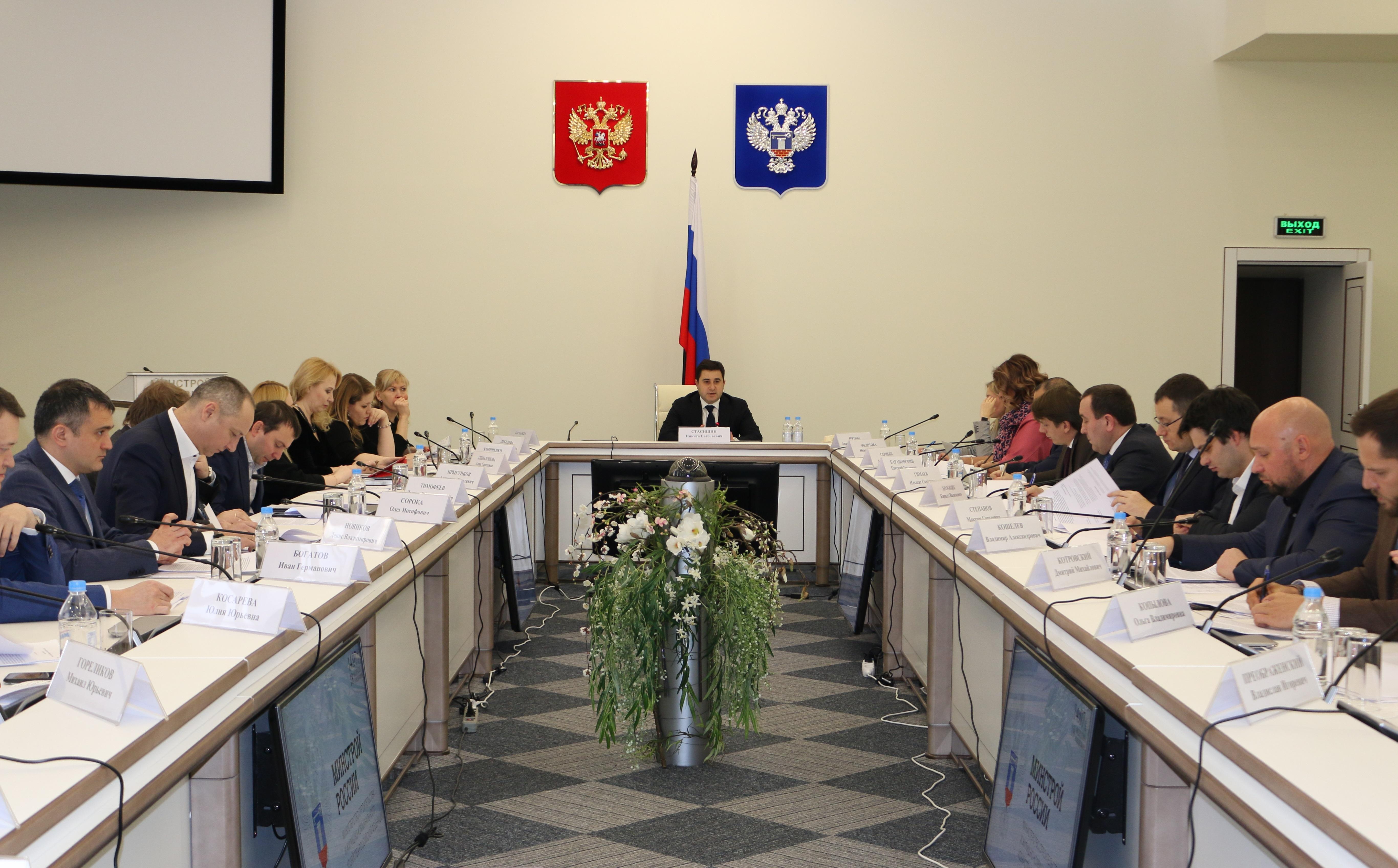 Минстрой России совместно с экспертами дорабатывает критерии завершения <br>строительства по старым правилам