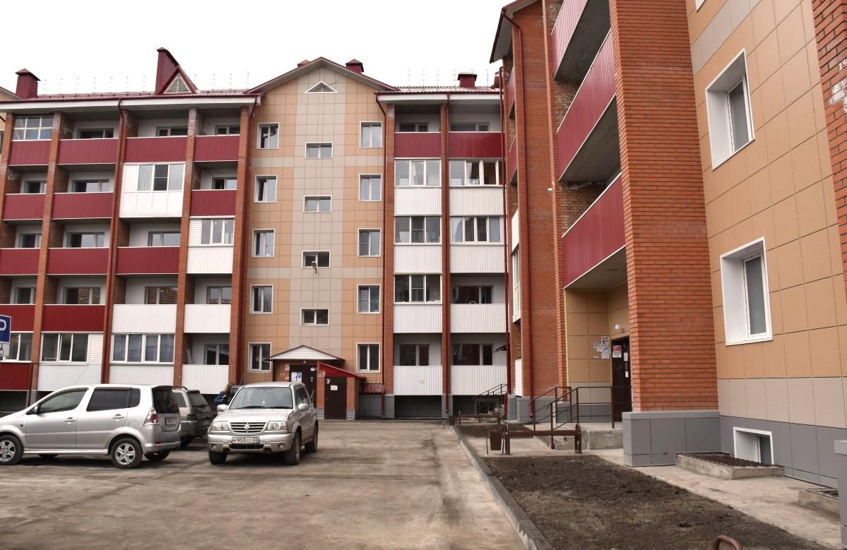 Свыше 1300 жителей Алтайского края в 2021 году переедут из аварийных домов в новые квартиры