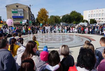 В Самарской области жители Октябрьска благодаря нацпроекту получили полностью обновленную Центральную площадь