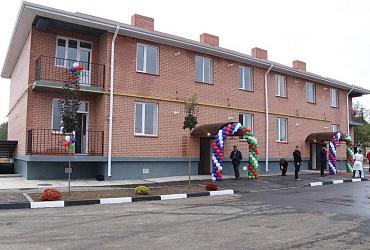 В селе Чеченской Республики возвели новый дом для переселенцев из аварийного жилья
