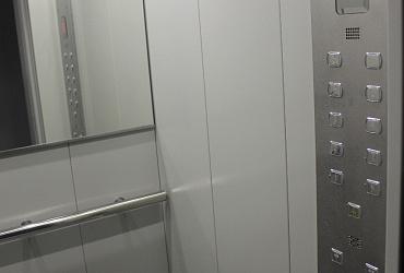До конца года в многоэтажках Омска установят 328 новых современных лифтов